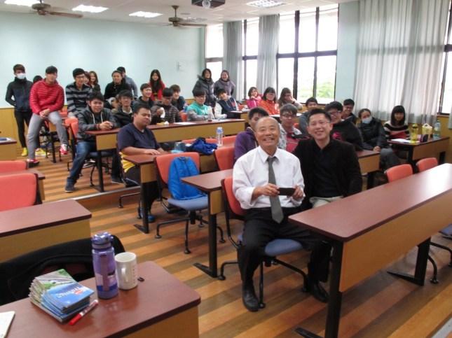 臺觀雙師和同學合照