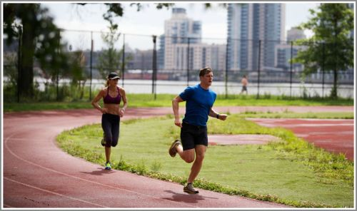Sara Slattery and Rob Brink, at East River Park. (Photo/Hilary Swift for New York Times)