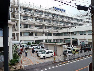手狭で苦情を受けている因島総合病院駐車場(喫茶サントスから撮影)
