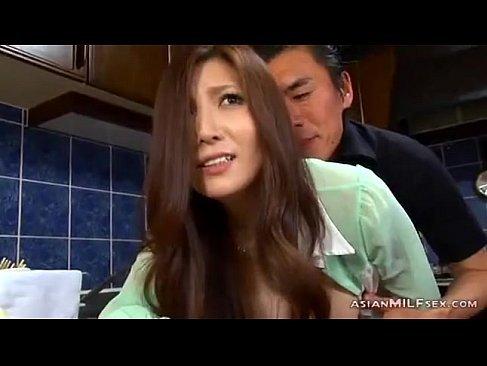 夫の側で義兄にレイプされ必死に声を抑える最高級美人妻のhitozuma1130