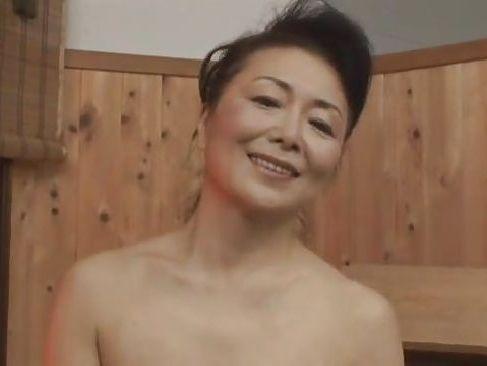 美人な四十路熟女が至れり尽くせりのサービスしてくれる熟女ソープランド動画