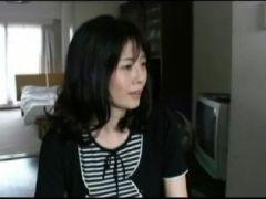 熟女な奥様をナンパして押しに弱い奥様を強引にハメ撮りしちゃう団地妻動画