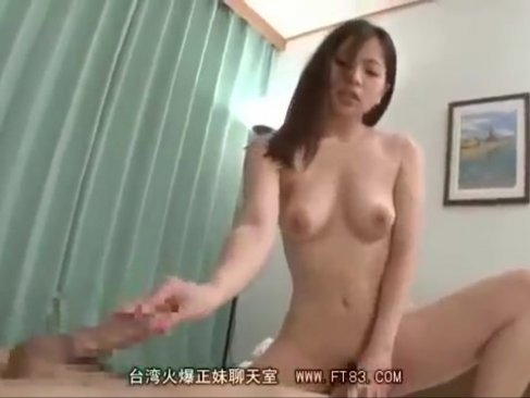隣人を押し倒してセックスしちゃう淫乱美人妻達!最後にはチンポを奪い合うように乱交プレイに発展してるひとずま動画