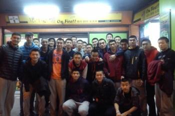 南山高中,人高馬大的籃球隊聚餐!
