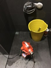 浴室排水孔塞住