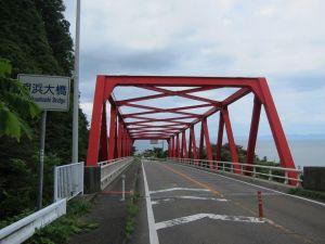 シーサイドラインの赤い橋