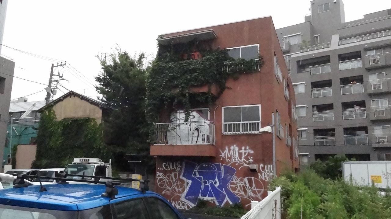 落書きがヤバい某マンション(東京都渋谷区)