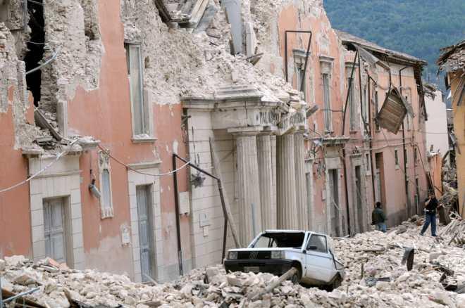 Resultado de imagen para l'aquila italia palazzo della prefettura