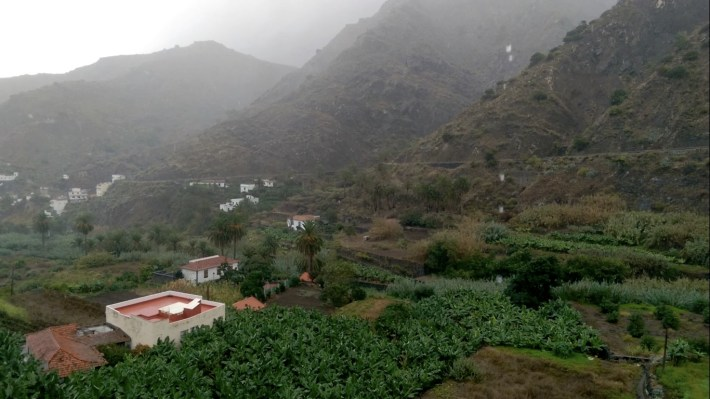 Hermigua-La-Gomera-Regen-am-Morgen