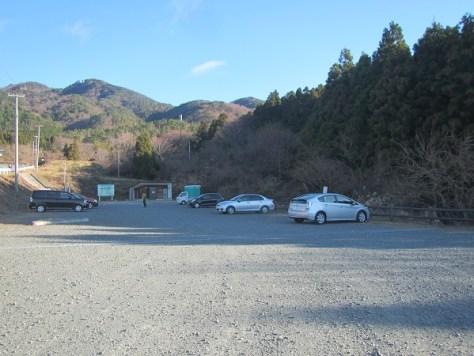 根本登山口駐車場