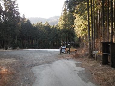 登山口脇の駐車場