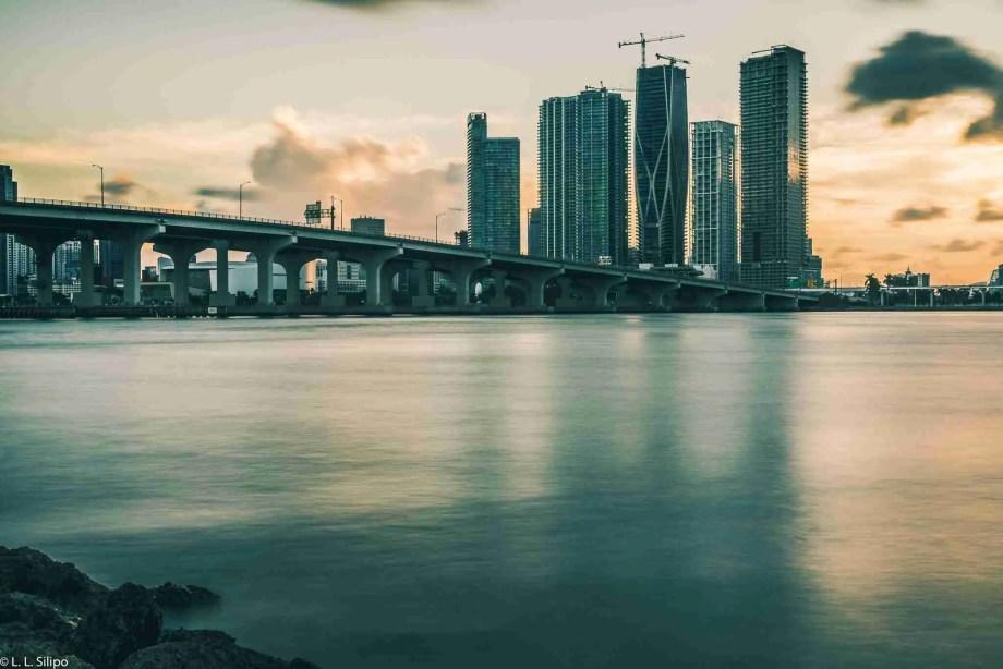 Miami best photography spots, architecture, bay, biscayne, blue, brickell, bridge, buildings, causeway, city, cityscape, colorful, downtown, dusk, florida, landmark, miami, night, office, panorama, reflection, skyline, skyscraper, sunset, urban, usa, venetian, water