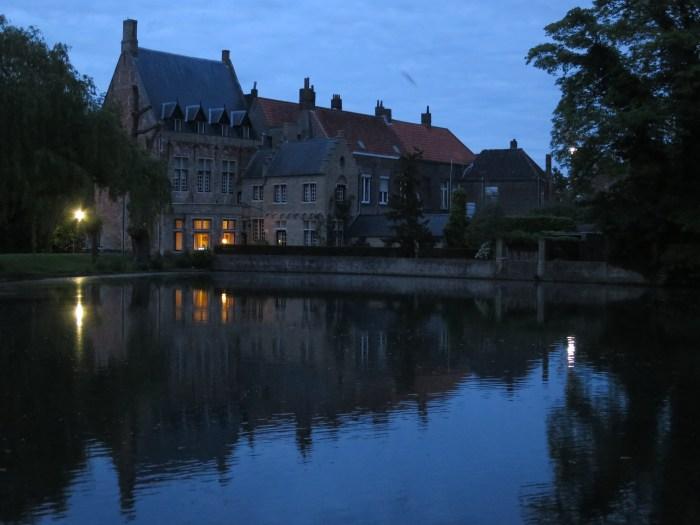 Visiter Bruges fauteuil roulant nuit