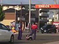 ツイッターで話題。エネオスのガソリンスタンドで社員から暴行を受けたという4秒動画。