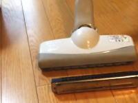 日本人が投稿した「掃除機でハーモニカを吸ったら死ぬほど笑った」という動画が海外で高評価。