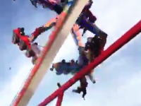 オハイオの遊園地でとんでもない事故(動画)絶叫マシンのシートが外れて乗客が落下。