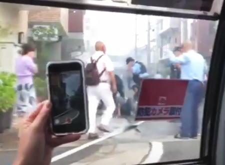 京アニ放火事件で容疑者とみられる男が確保された際の映像が公開される。