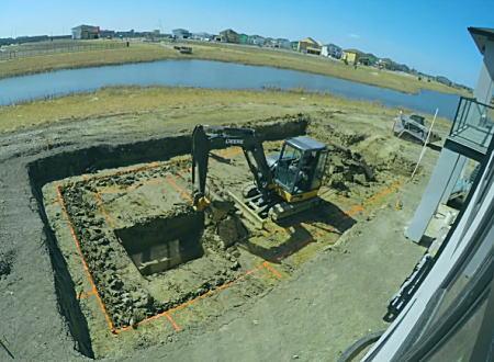 自宅の裏庭に大きなプールが作られる2カ月間の作業を8分間のタイムラプスで。