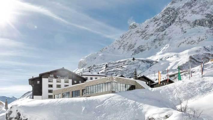 Das Fünf Sterne SUPERIOR Hotel Zürserhof am Arlberg trägt seine Gäste auf Händen