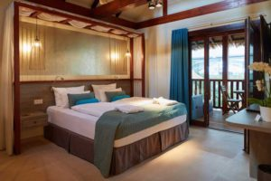 JUNIORSUITE am Wasserfall ©Tropical-Island