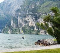 Gardasee mit Surfer