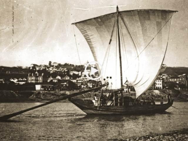 Barcos Rabelos, a penosa subida do Douro