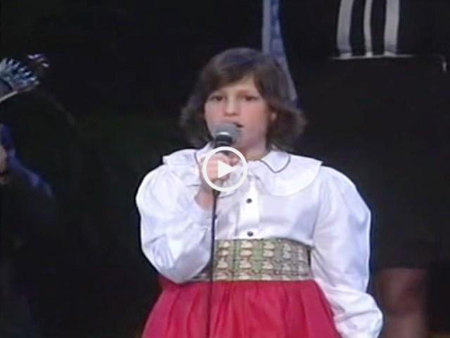 Carminho a cantar com 12 anos