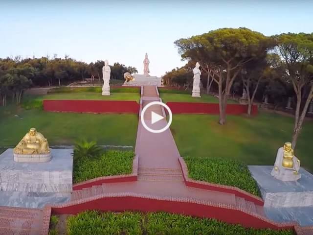 Maravilhoso Jardim Buddha Eden visto do céu