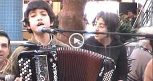 "Espetáculo! Jovem acordeonista canta ""Lenda da Fonte"""