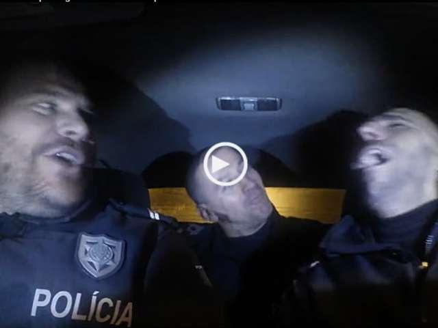 3 Polícias Portugueses a cantar karaoke!