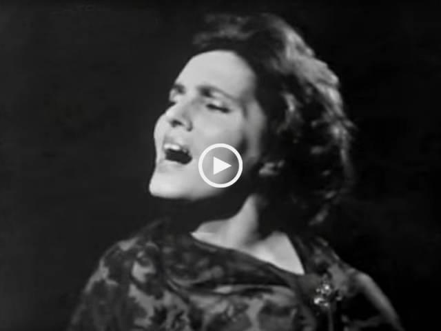 Maravilhosa Amália cantando