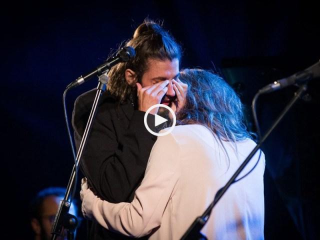 Interrompeu Amar Pelos Dois para chorar nos ombros da irmã