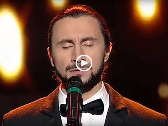 romeno canta Mariza e leva público à loucura