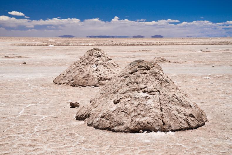 Salar de Uyuni je největší solná pláň na světě, nacházející se v jihozápadní Bolívii. Vydejte se s námi na neskutečný výlet na nekonečně plochou bílou poušť