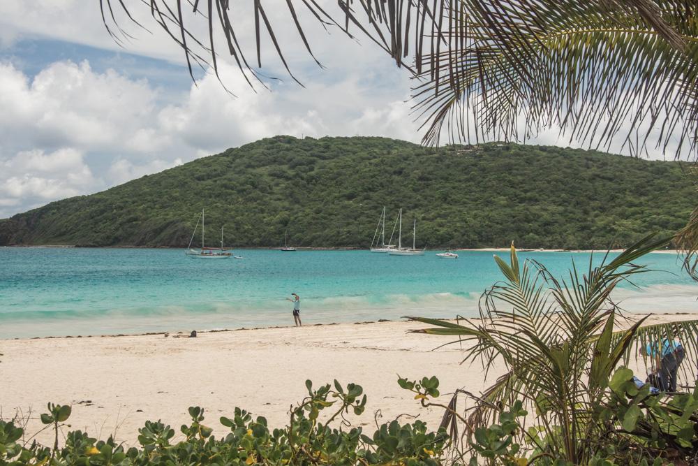Ostrov Culebra je takové karibské nebe. Najdete tu nejen nejkrásnější pláže Portorika, ale také krásný klid a absenci hotelových komplexů. Tady je něco málo o tom, jak jsme si to na Culebře užili my i smenší útrapou a pár užitečných tipů pro ty z vás, kdo se sem chystáte.