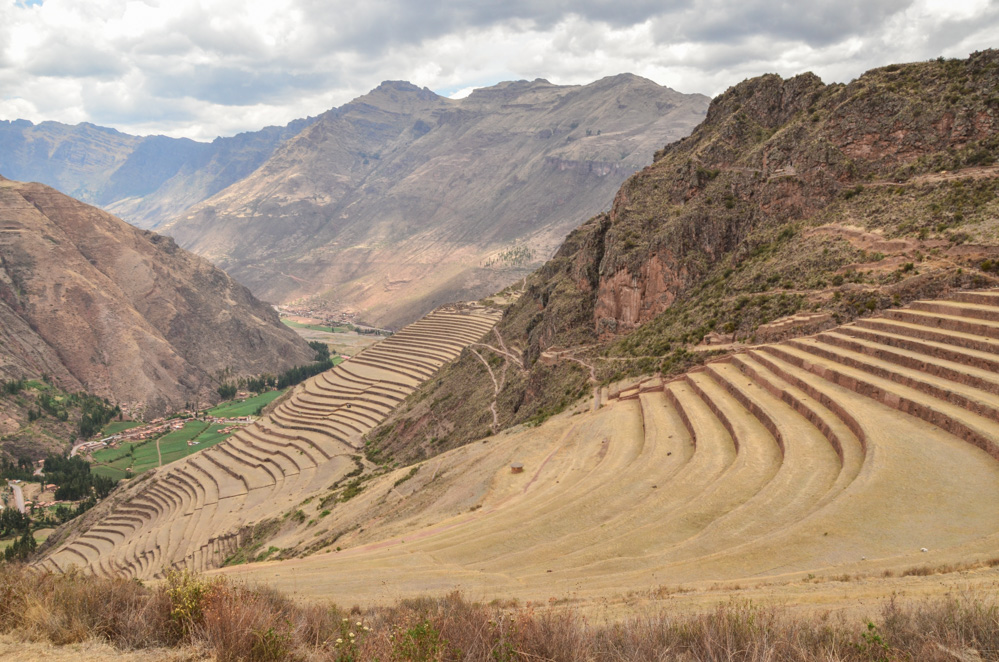 The Sacred Valley of the Incas is a fertile strip of land around the Urubamba River, somewhere between Cusco and Machu Picchu. Local inhabitants still live the traditional way of life and some spectacular Inca ruins can be found here. In this post, you can join me virtually on a trip to the Sacred Valley!