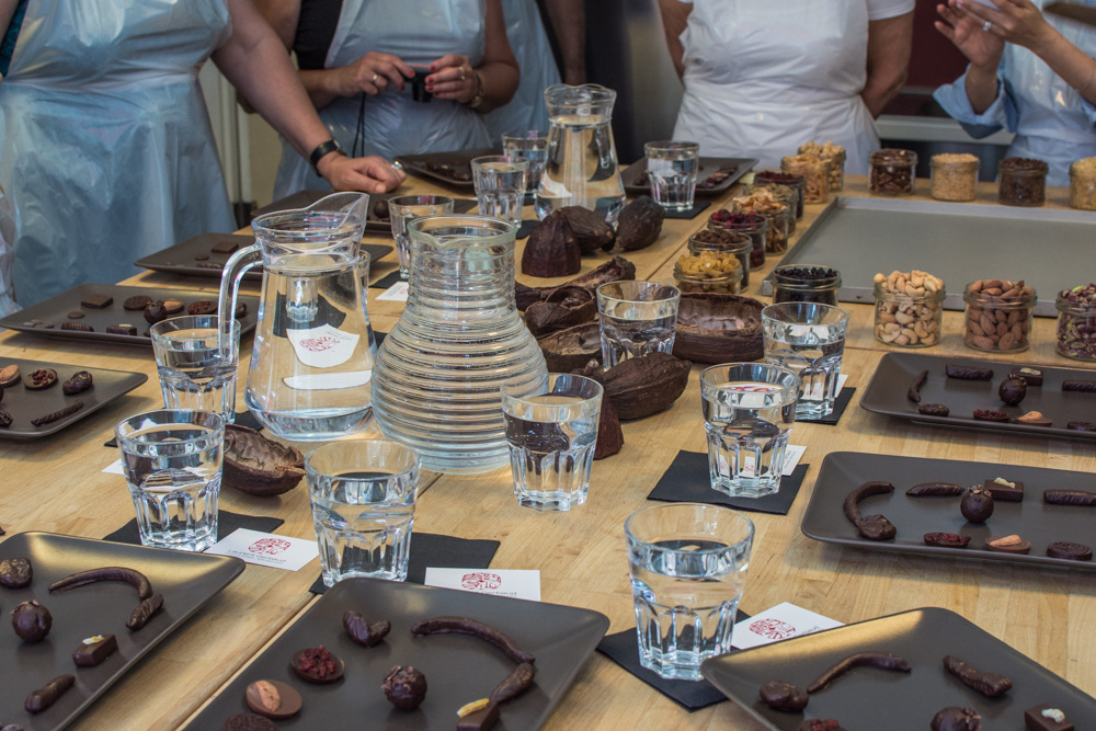 Where else you can learn more about chocolate than in Brussels, the chocolate capital of the world? Last weekend, me and my sister took part in the chocolate workshop with Laurent Gerbaud. And here is how we spent the 1h30 minutes long informative as well as practical session.