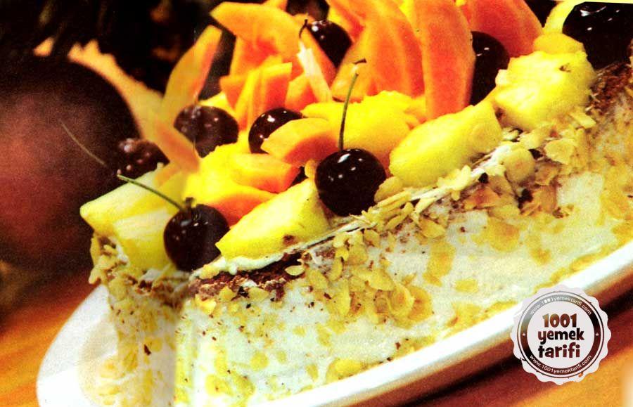 Nefis Meyveli Pasta Tarifi: Ananas, Kiraz, Papaya ve Mango