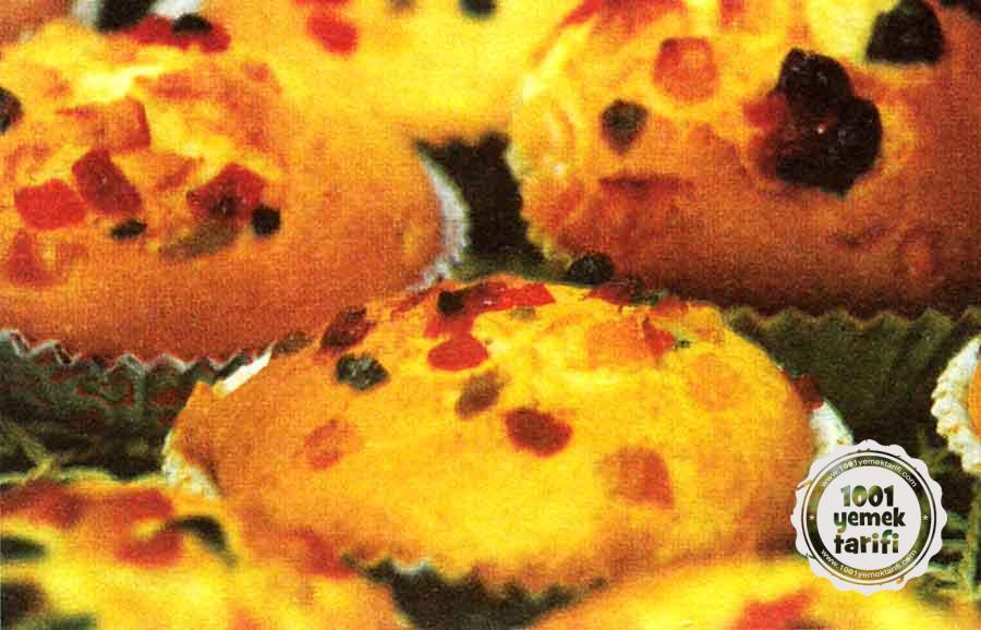 Kuru-Meyveli-Findikli-Muffin-Tarifi-kac kalori-nefis-elmali-kurabiye-tatli-kurabiye-kakaolu-cevizli-cikolatali-1001yemektarifi.jpg