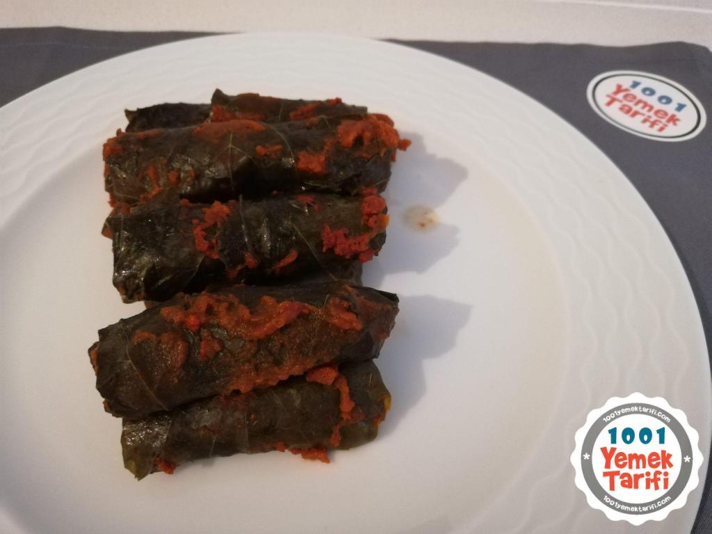 Etsiz salçalı, soslu yaprak sarması tarifi-nasıl yapılır-sarma yapımı kaç kalori