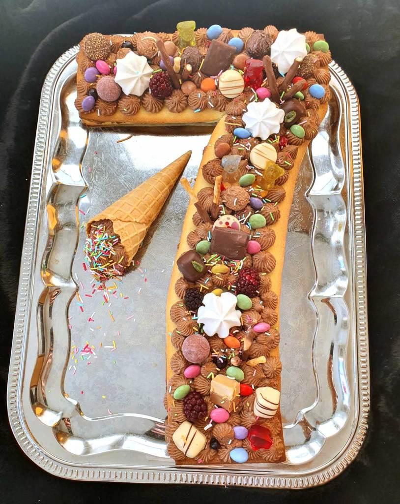 ev-yapimi-kolay-kurabiyeden-rakam-pasta-tarifi-sayi-pastasi-dogum-gunu-konsepti-temasi-nefis-puf-noktasi-1001yemektarifi