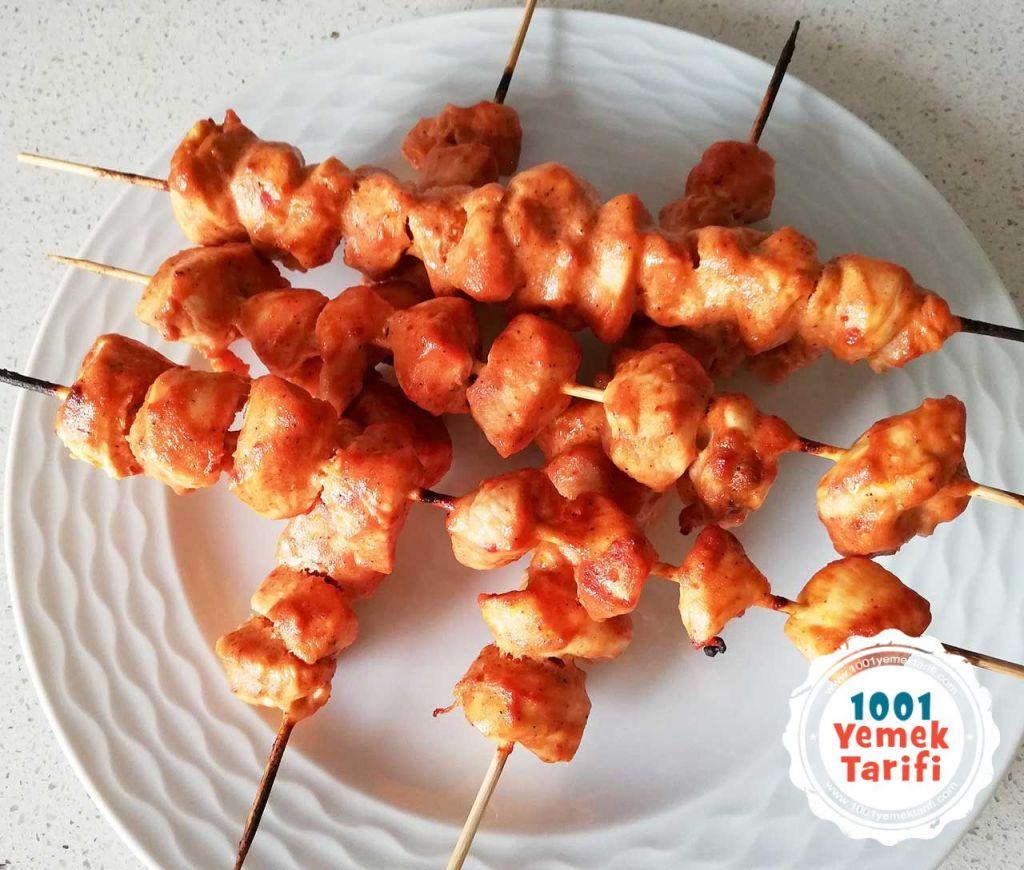 firinda tavuk sis tarifi-soslu marine tavuk cop sis yapimi nasil yapilir-kac kalori-1001yemektarifi