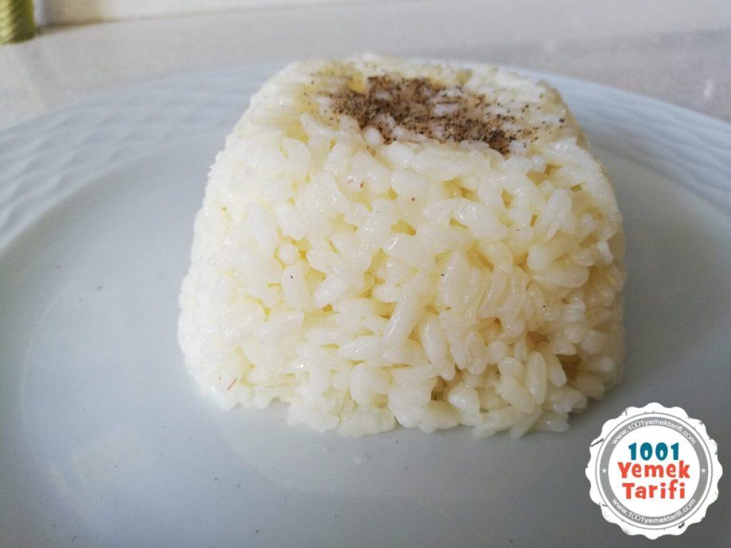 kolay tereyağlı pirinç pilavı tarifi- pirinç pilavi yapımı nasıl yapılır kaç kalori-1001yemektarifi