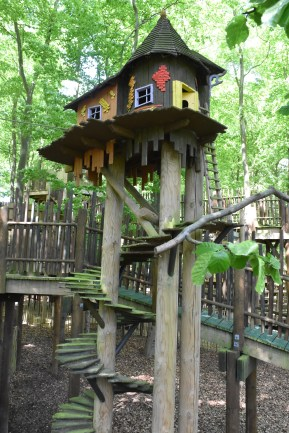 A photograph of a treehouse in the middle of the Sky Maze.