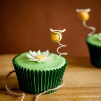 Cupcake Decorating Idea: Daisy Bee Cupcakes