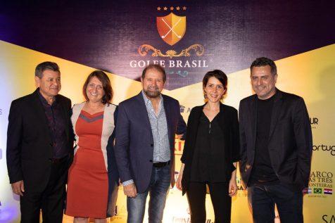 Felipe Gonzalez, do Visit Iguaçu, com Lúcia Furlan, da Aeroméxico, Morgane, da Belle Cave Vinhos e Gilmar Piolla, secretário de Turismo de Foz