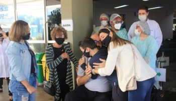 pacientes-hmcc-vencem-covid-19-reencontram-familia