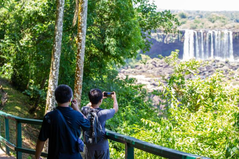 turistas-parque-nacional-cataratas-7-maravilhas-mundo-foz