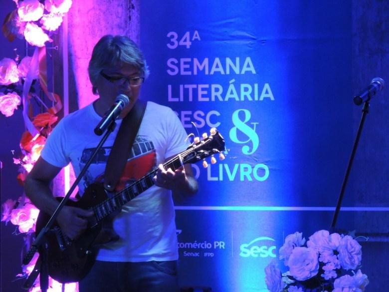 Cantor e compositor Sergio Copetti