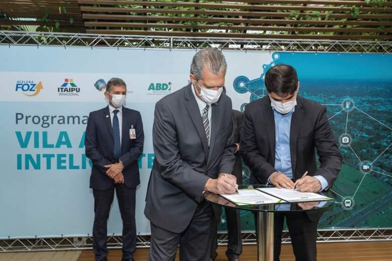 Assinatura do convênio entre PTI e ABDI para a criação da Vila A Inteligente